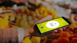 User hält Smartphone mit geöffneter boon-App