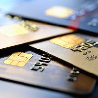 4 Kreditkarten auf einem Stapel