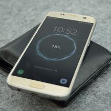 POQIT – die Geldbörse mit kabelloser Powerbank fürs Smartphone
